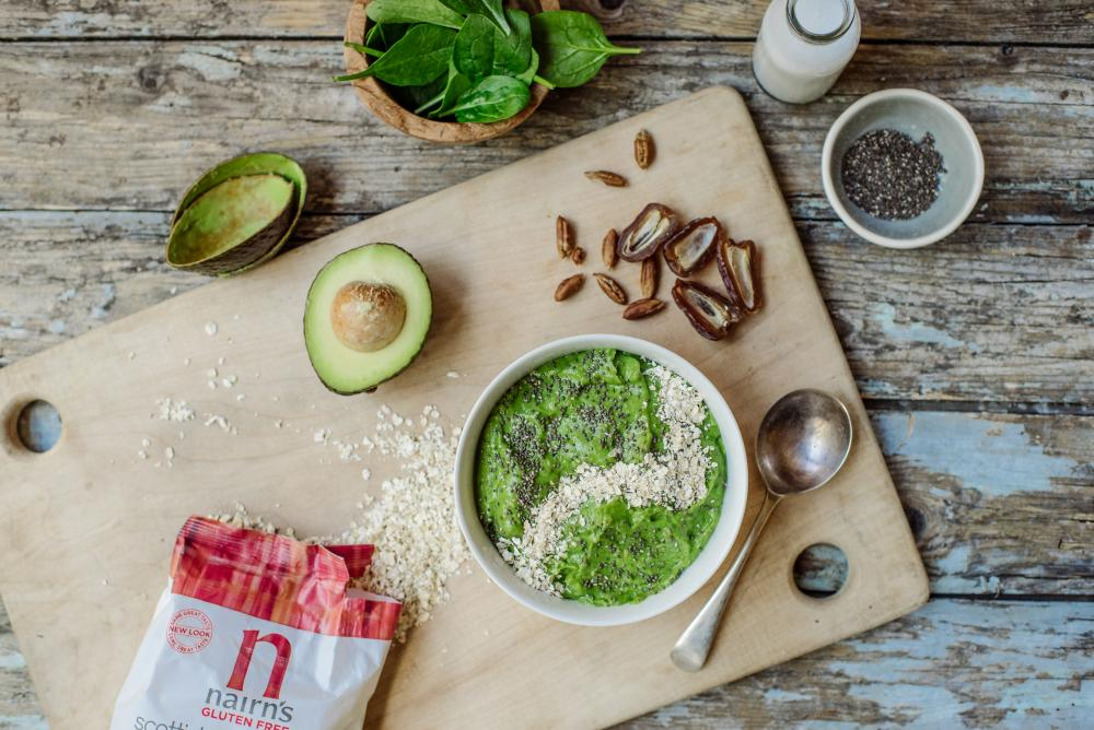 Avocado, date and spinach smoothie bowl